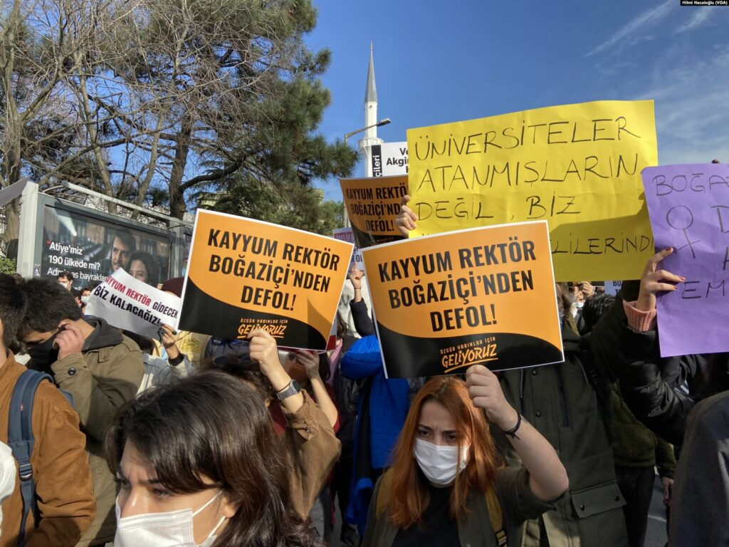 Studierende protestieren an der Istanbuler Bosporusuniversität
